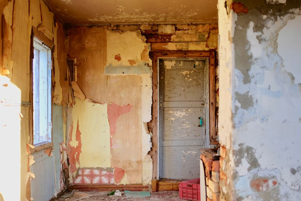 Old room with peeling paint.