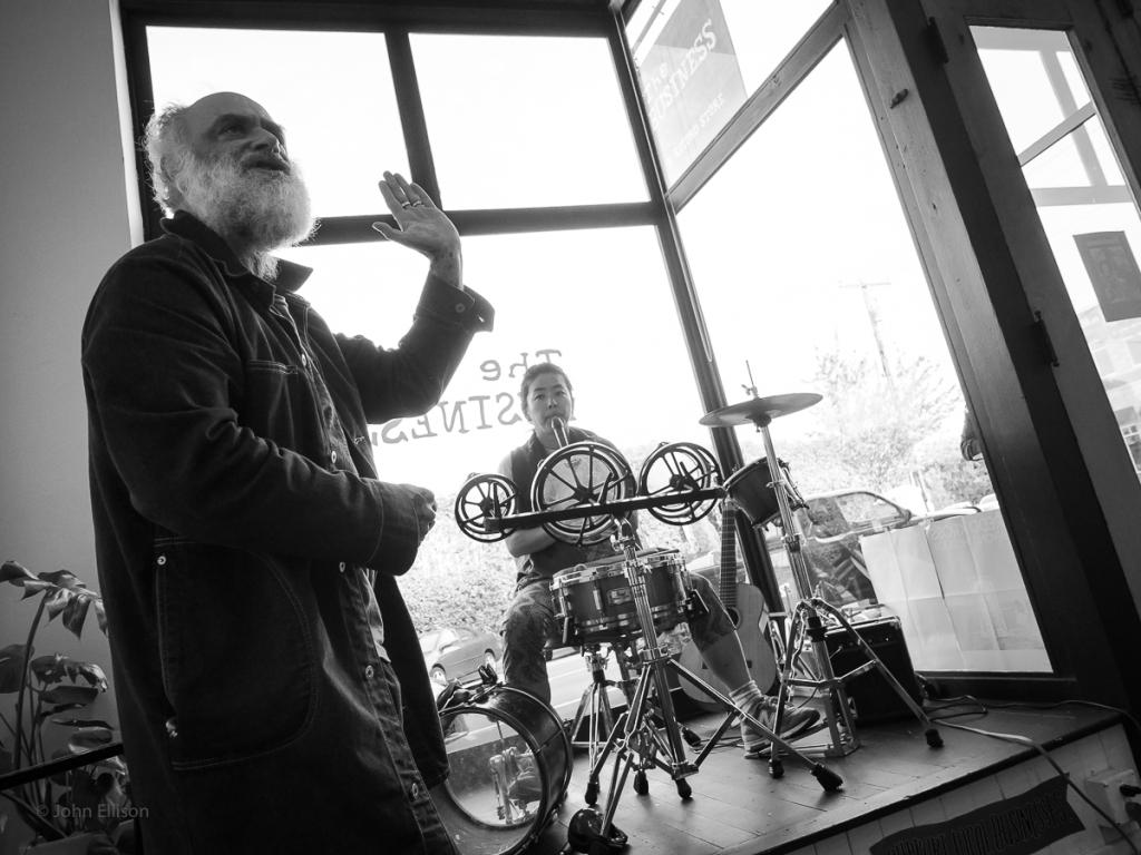 Daniel Higgs performing as Fountainsun